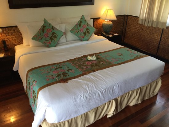 Phi Phi Island Village Beach Resort : Bed