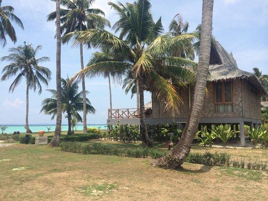 Phi Phi Island Village Beach Resort : Bungalow plage