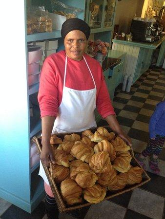 Valley Bakery: Warm & fresh croissants