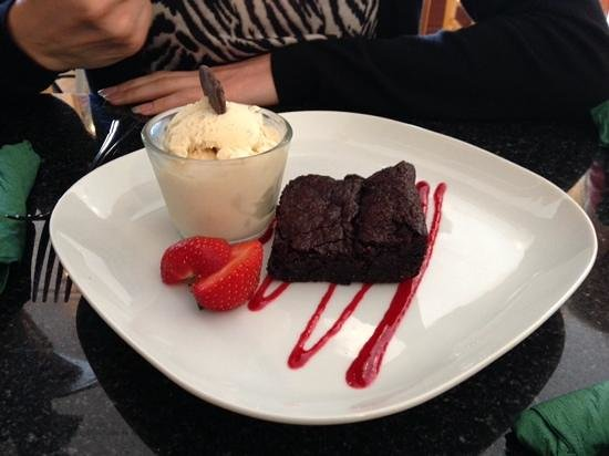 Greens Cafe & Bistro: scrumptious vegan brownie and ice cream