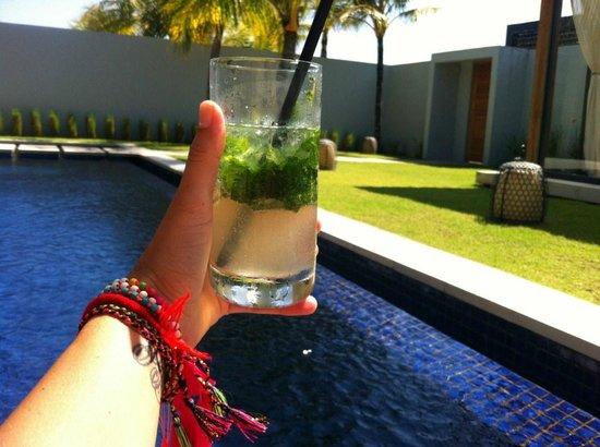 One Eleven: Mojito en la piscina - Mojito at the Swimming pool