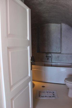 Cliff Side Suites: Bathroom