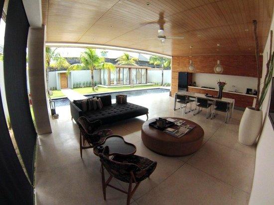One Eleven: Comedor - Living Room