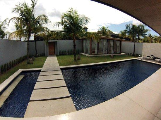 One Eleven: Villa, piscina y sala de masajes - Villa, Swimmingpool and Massage Room