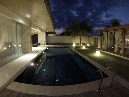 One Eleven: Villa at night