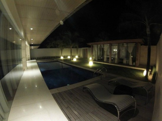 One Eleven: Piscina - Swimming Pool at night and massage room