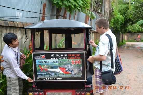 Areca Angkor Boutique: Наш тук-тук готовится к выезду.