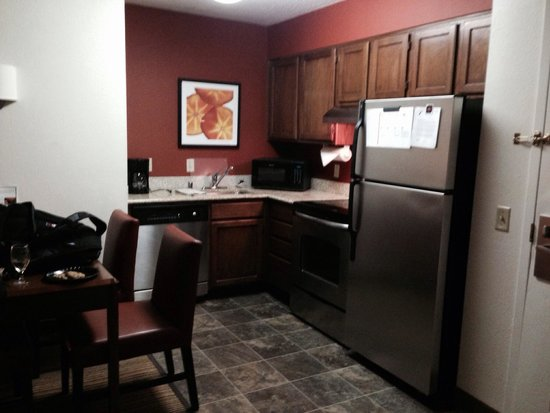 Residence Inn Baltimore BWI Airport: Kitchen with dishwasher