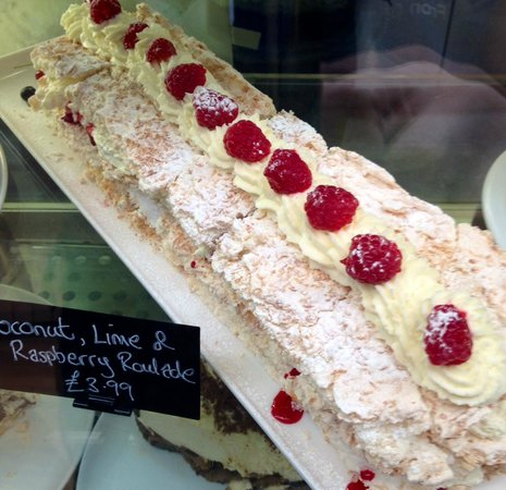 Fron Goch Garden Centre & Restaurant: coconut and raspberry