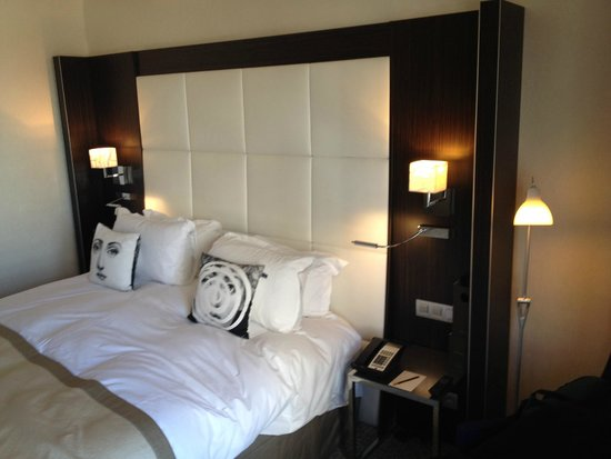Sofitel Brussels Le Louise: bed