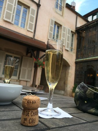 Hotel Belle Epoque: A drink on the patio