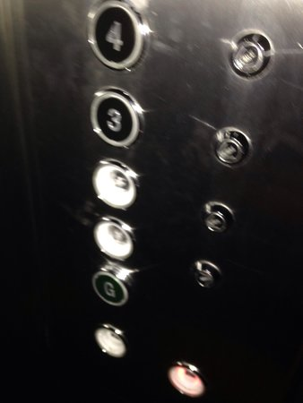 easyHotel Old St / Barbican : Missing elevator buttons