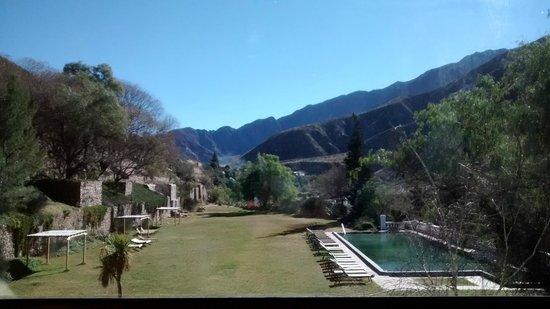 Hotel Potrero de Los Funes: desde mi habitacion. La piscina que se ve es la unica de material y funciona las 24 has de agua