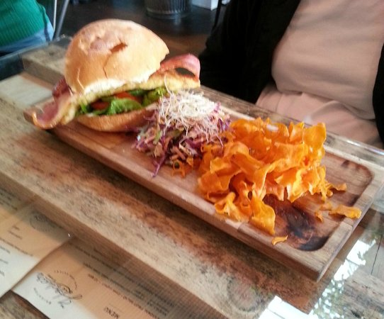 Brighton Hardware Cafe: Gourmet chicken burger with vege fries and coleslaw