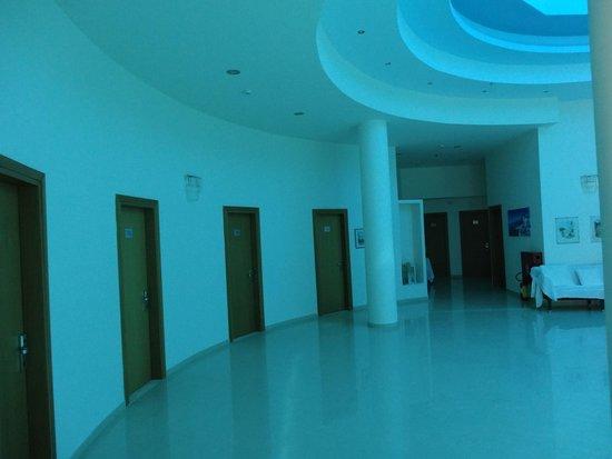 Lydia Maris Resort & Spa: Atrium leading to our room