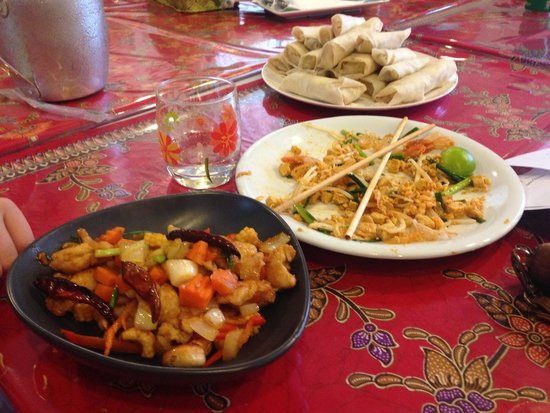 Kata Thai Cooking Class by Sally: Pad Thai, cashew nut chicken and spring rolls