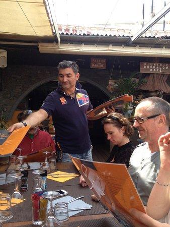 Bungalow Kafe: Bruno, le patron souriant