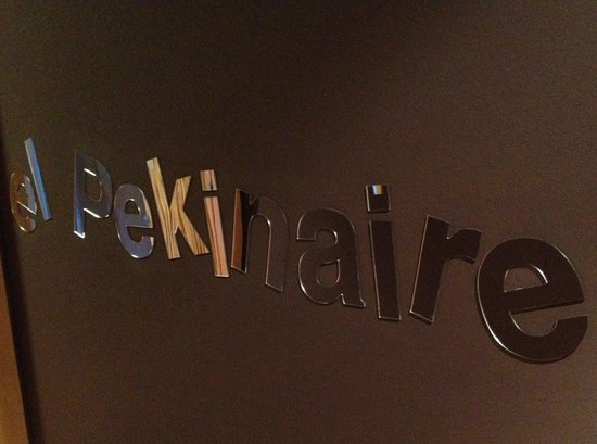 B&B El Pekinaire: Great branding in hallways