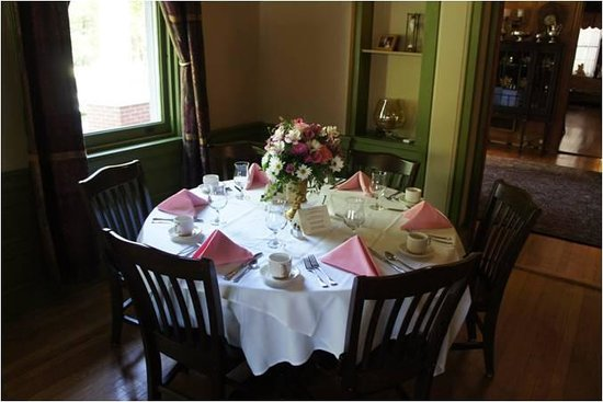 Mansion at Bald Hill: dinner table