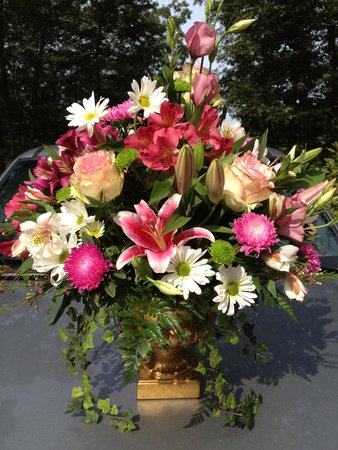 Mansion at Bald Hill: flowers for party