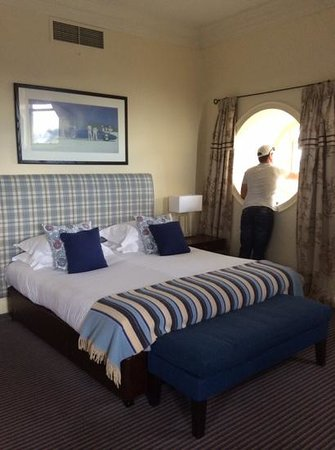 The Balmoral Hotel: very spacious corner suite on 6th floor