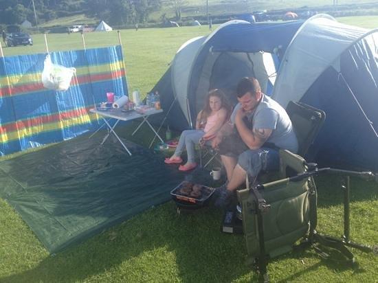 Dinarth Hall Camping & Caravan Park : beautiful day