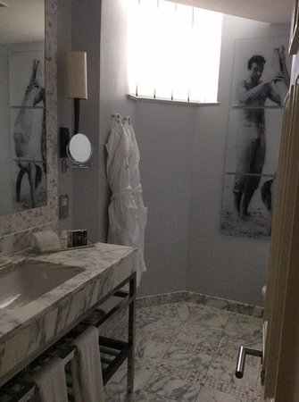 The Balmoral Hotel: bathrooms are clean and modern