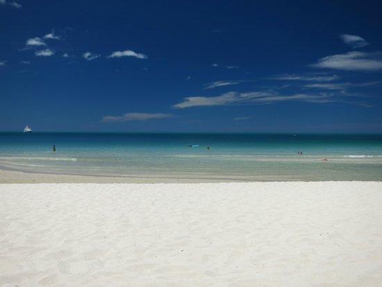 Banana Fan Sea Resort : Beach in front of hotel
