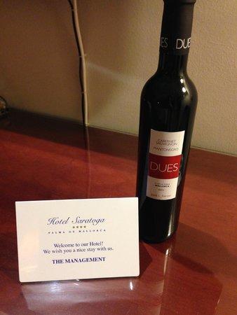 Hotel Saratoga : Complementary wine!