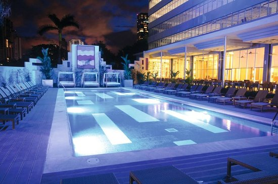 Hotel Riu Plaza Panama: Night pool view