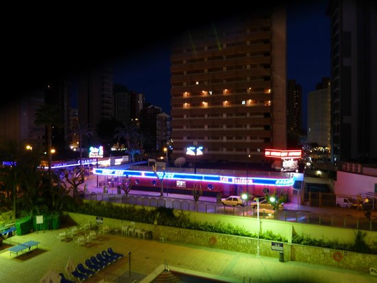 Servigroup Orange Hotel: Close proximity to nightlife