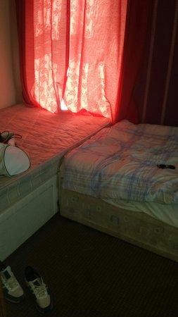 Dering Lodge Hotel: Bedroom