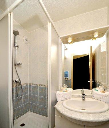Hôtel balladins Trappes : Salle de bain