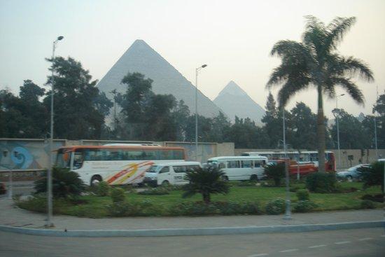 Pirámide de Keops: Вид из города
