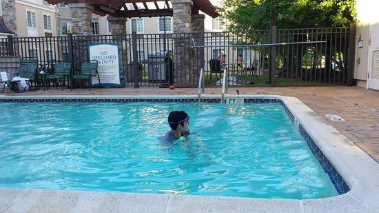 Staybridge Suites Cranbury : pool