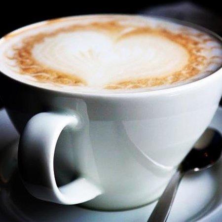 Singer Cafe : Cappucino with heart foam art