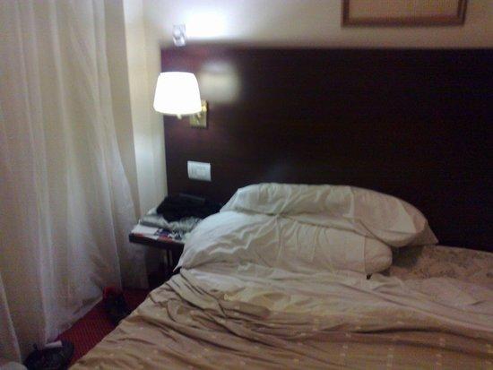 Concorde Hotel: Detalhe da cama quarto - ok