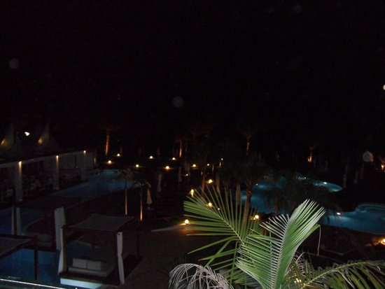 Sunrise Pearl Hotel & Spa: Sunrise Pearl at Night