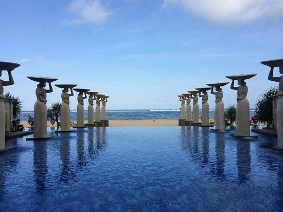 Mulia Resort: Traumhafter Pool