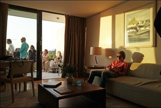 The Westin Athens Astir Palace Beach Resort: Une suite et sa terrasse avec vue magique