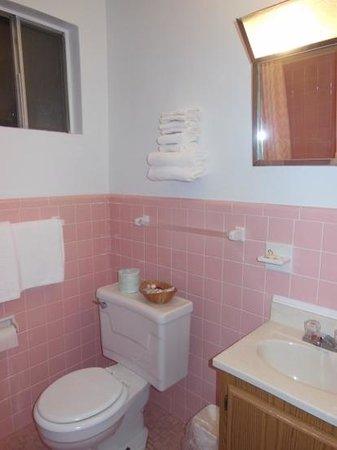 fabulous retro pink bathroom | Pink retro bathroom - Picture of Meramac Caverns Motel ...