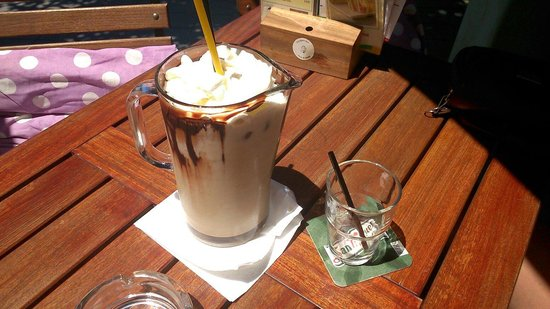 Oxygen Cafe bar : Chocolate Heaven 1 liter jug at Oxygen. Recommend!