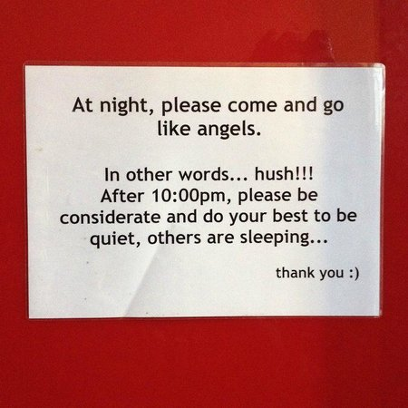 The Green Kiwi Backpacker Hostel: Please come and go like angels