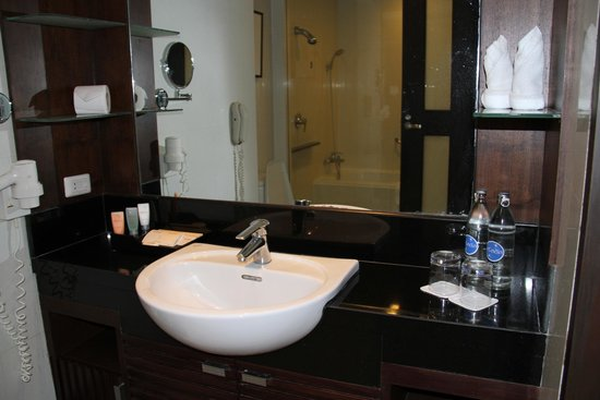 Grand Sukhumvit Hotel Bangkok : Bathroom