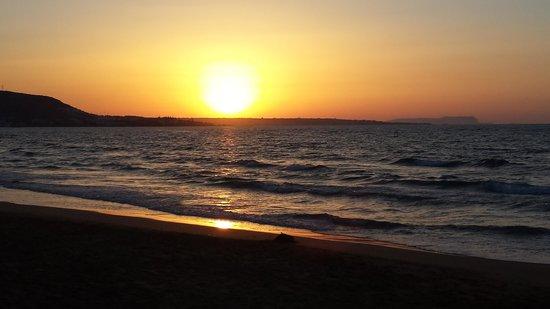 Kernos Beach Hotel : Sonnenuntergang