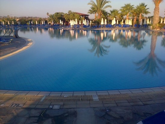 Avanti Holiday Village: The picture of part of the pool
