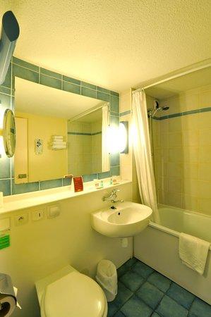 Hotel balladins Bordeaux Merignac: Salle de bain
