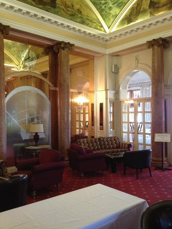 Queen's Hotel : Entrance hall