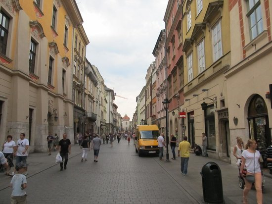Ulica Florianska : View from the square looking towards the Florian Gate