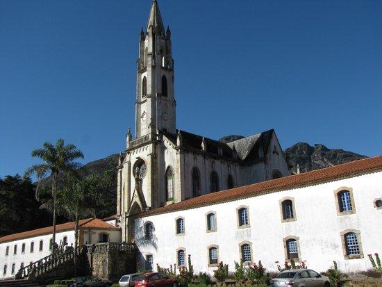 Santuario do Caraca : Vista da Igreja pelo estacionamento